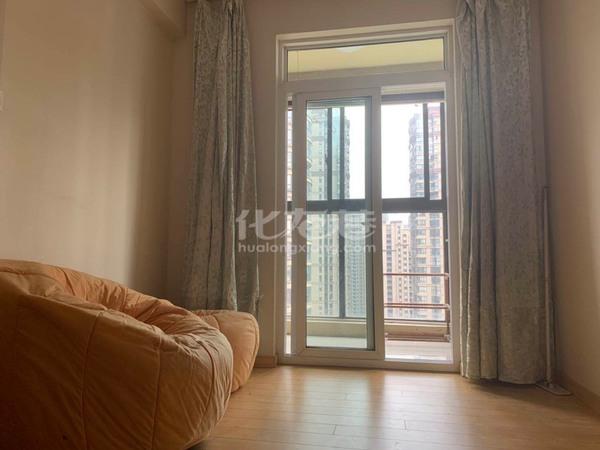 出租九洲新世界2室1厅1卫70平米1900元/月住宅拎包即住,付三押一