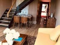 市中心银河湾公寓,挑高5.4米,紧临一号线地铁口。
