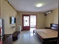地铁口腾龙苑精装一室一厅,采光好拎包入住,温馨舒适满两年带车库,随时看房