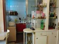 店长重点推荐!!滨江明珠城一室一厅精装急售,房东置换大户,诚心卖。