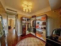急售绿地峰云汇1楼三室两厅采光无敌性价比高,看房有钥匙。