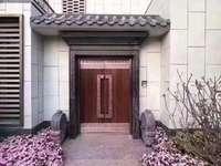 雅居乐山湖城 310万 4室2厅2卫 精装修,格局好价钱合理,新上合院新颖风格
