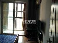青枫公馆2楼精装设全2居室,房东锁了一小房间