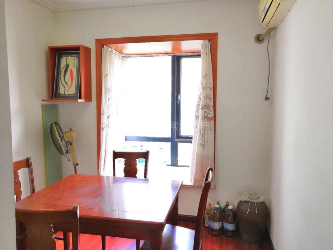 彩虹城 ,朝南精装3房,户型正气,楼层好老少皆宜,价格可谈