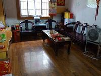 荆川里小区运河边上 一楼带院子 三个大房间 双房