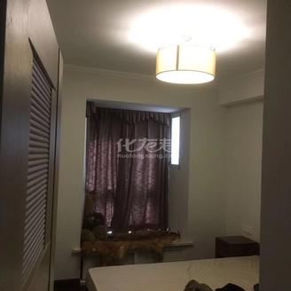 天翼御品3房2厅婚房精装,采光好南北通透,中央空调地暖,品牌家电家具,随时看房.