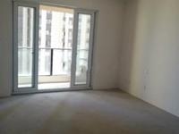 小区东门口 中间好楼层,可以任意自己装修 看房我有钥匙。