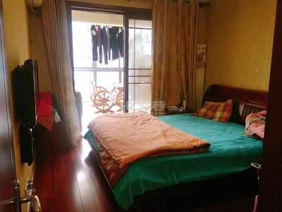 新城南都精装四居室、小区中间位置小高层、超性价比优质房源、满二年。业主诚意出售