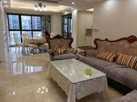 星河国际豪装3房2卫130平4500元、中央空调地暖、有车位