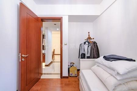 新城帝景小三房精装,家具家电全留,满两年,靠公园有钥匙