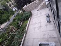 西太湖院子旁:、绿地香奈别墅、一楼复式挑高、南进户院子,赠送车库。土建已经做好、