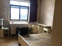 桃园路物资楼,中楼层三室一厅,诚心出售。