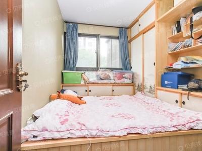 万达旁翡翠锦园4室2厅2卫豪华装修品牌家电家具繁华地段交通方便满五唯一随时看房