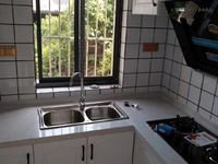 北环新村三楼全新精装明厨明卫两房朝南拎包即住东首户。