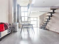 吾悦广场悦公寓,复式公寓,精品房源,购物方便,房东好说话,户型方正,一应俱全