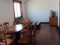翠竹南区近地铁口,精装房出租 三房朝南,家具家电齐全,拎包即住,交通便捷。