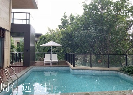太湖边,太湖庄园湖景别墅,花园200平做了一个30平泳池。