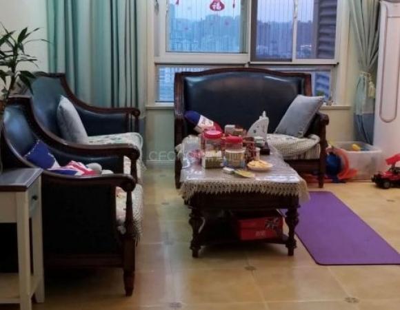 荣盛锦绣华府 户型方正 精装正规小3室