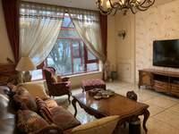 紫阳美的山庄,豪华装修 ,房东诚心出售,采光好,带大院子