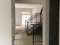 香堤半岛 别墅 毛坯 满两年,地下一层挑高5米可做2层,地上3层 带两个车位