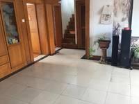 王家村6楼带阁楼内楼梯4室2厅2卫精装修双房。