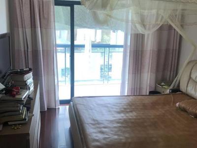 四季新城北苑精装3房 130平米只要160万 满两年 李公朴小学!