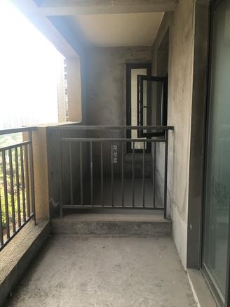 花园街莱蒙城旁 弘建一品 毛坯大三房 满两年 有钥匙 随时看房 地铁口 南北通透