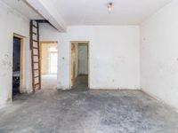 新区万达旁 一房的价格买三房还带阁楼 纯毛坯可以任意装修,满两年