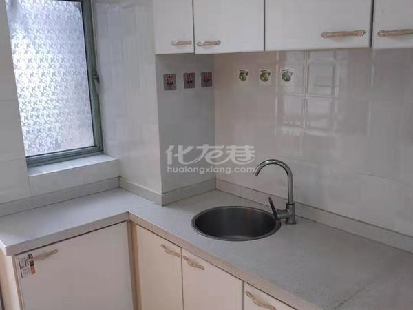 市中心一院旁金鼎公寓有多套精装修房出租,户型好设施全,交通方便,拎包住