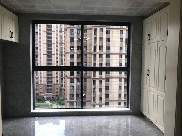 弘阳新出精装三房,楼层采光好,房东185w诚心出售有意联系