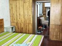 湾里新村 星河国际旁 中等装修 家具全留 中间楼层 采光佳!