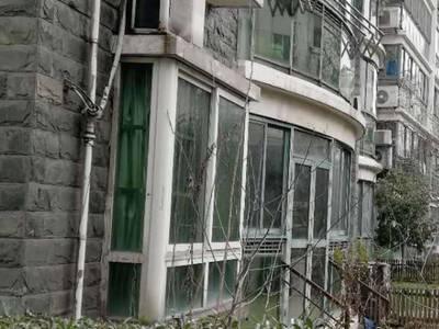 聚博花园 简装4室 一楼带院子 三井实验 诚心出售