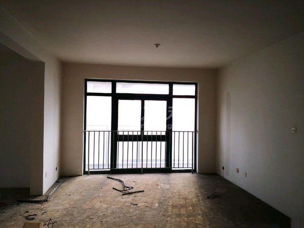 北郊盛世名门144平米毛坯240万南北通透双阳台
