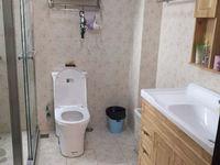 房东急租,两房精装出租,房东包水电费,物业费,有钟点工打扫