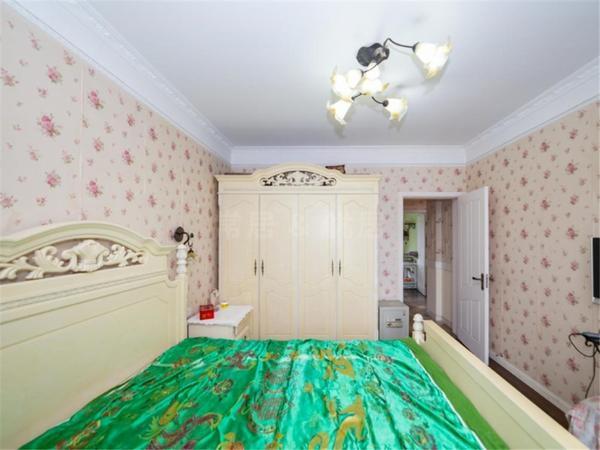 虹景花园旁 凯旋城 豪装三房 房东急售 价格可谈 随时看房