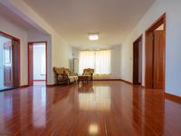 户型好,得房率高,且每个房间都有阳光,包括厨房和二个卫生间