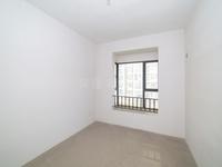 龙湖天街旁单价1.5万 急售世茂香槟湖.136平210万