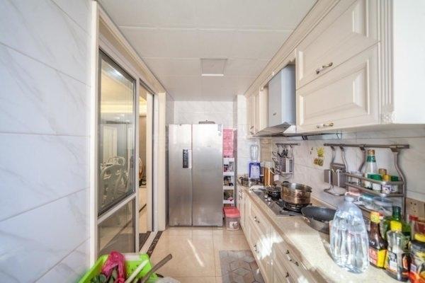 新北区世茂香槟湖三期 豪华装修 房东诚心出售