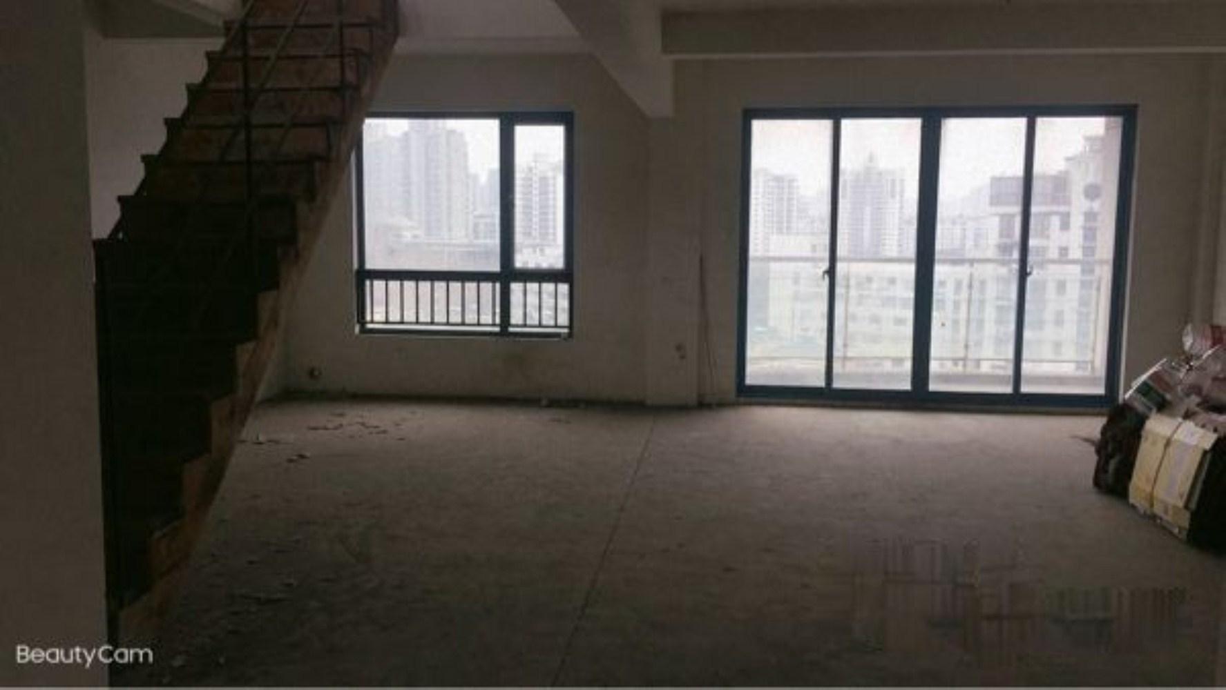 地鉄口蓝色港湾花园顶楼复式送南北大露台毛坯5室2厅