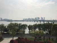 70年产权住宅西太湖畔翡丽蓝湾8号楼东边户毛坯四房