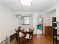腾龙苑旁盘龙苑小两房,精装修中间楼层,采光好、位置安静、诚心出售