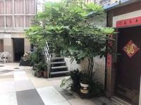 北环新村独门独户,有6个房间,空中花园带大院子,比私房漂亮,门口停车方便
